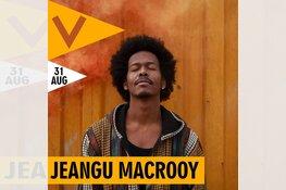 Jeangu Macrooy op dakterras Podium Victorie