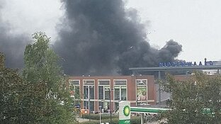 Winkelcentrum Middenwaard in Heerhugowaard ontruimd vanwege grote brand