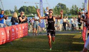 Tristan Olij en Talisa van der Fluit winnaars HotItem Stad van de Zon Triatlon