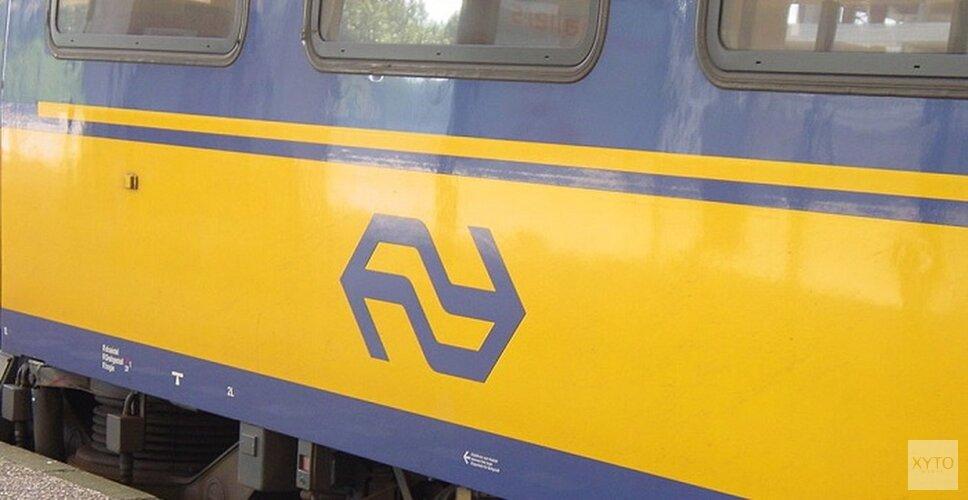Vandalen gooien steen door ruit trein in Alkmaar
