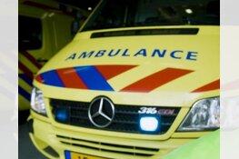 Twee wielrenners naar ziekenhuis na val door klapband