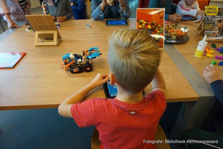 Kinderen nemen de bieb over tijdens Legomiddag