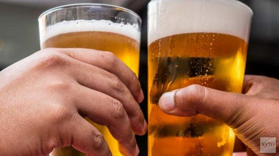 Biertje bij AZ en Ajax behoorlijk aan de prijs