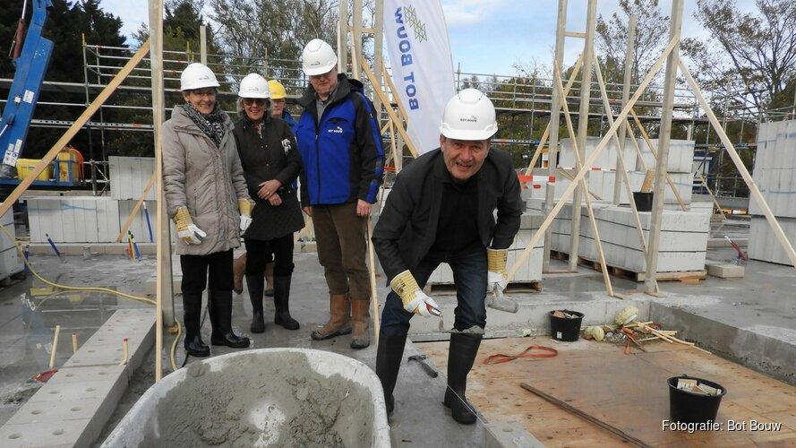 Wethouder geeft feestelijk startsein bouw huurappartementen De Foresto
