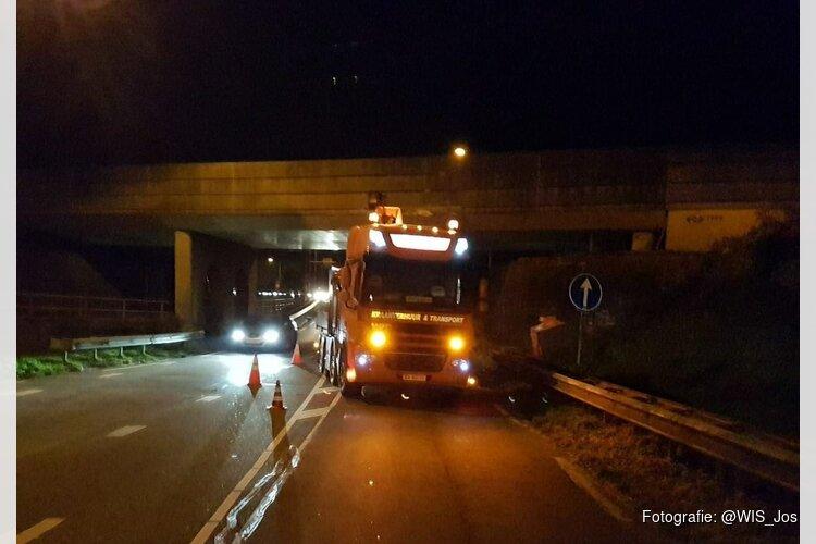 Heimachine raakt spoorviaduct Waarland