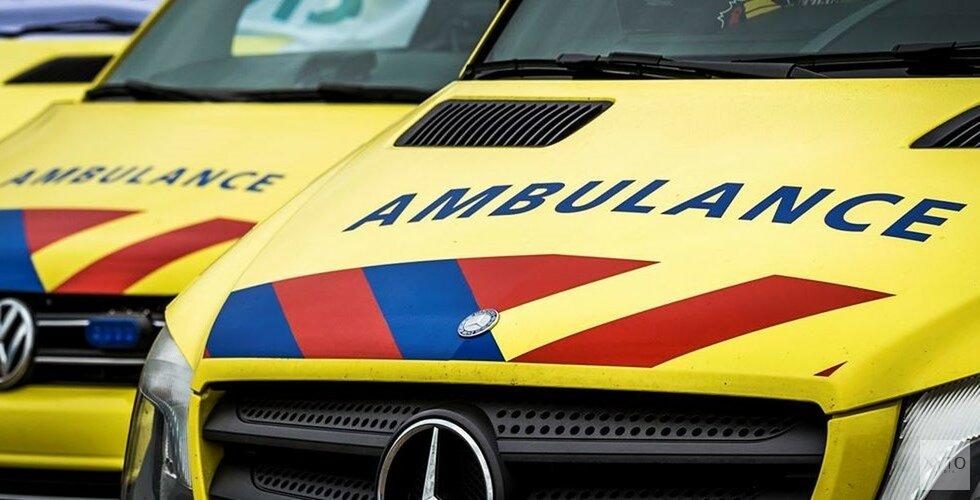 Fietsster geschept op fietsoversteekplaats in Heerhugowaard.(video)