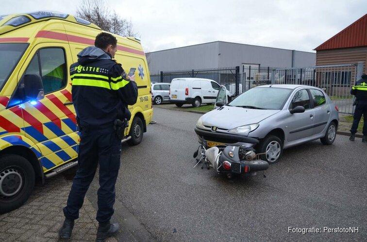 Scooter rijder gewond op Einsteinstraat