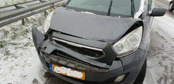 Auto knalt achter op vrachtwagen
