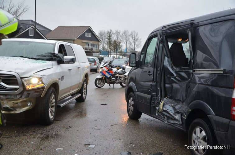 Veel schade bij ongeval Stevinstraat