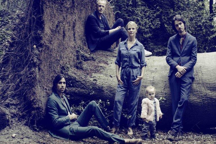 Live gecomponeerde voorstelling door Laura van Dolron
