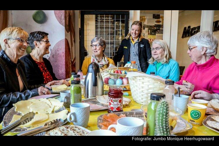 Jumbo Monique Heerhugowaard verwent vaste klanten met Paasbrunch in de winkel