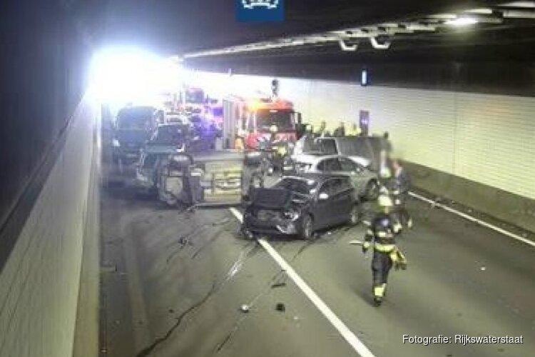 Ravage in Wijkertunnel na ernstig ongeluk: weg in beide richtingen dicht
