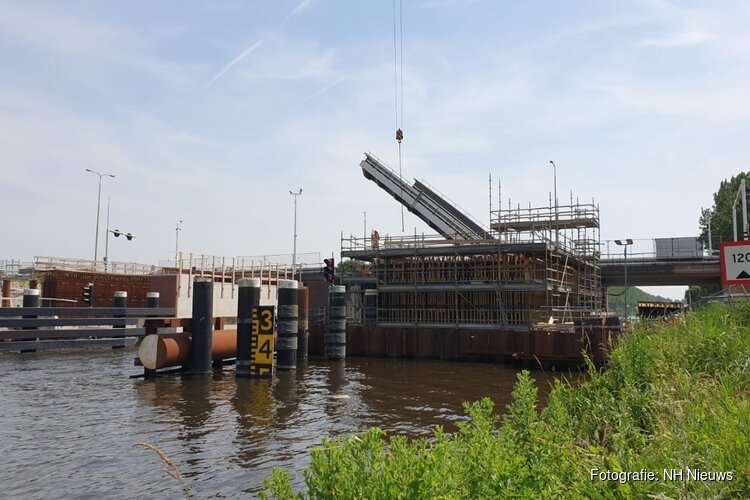 Verkeersinfarct rond Alkmaar door defecte Leeghwaterbrug
