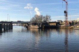 Vernieuwde Leeghwaterbrug laat nog maanden op zich wachten