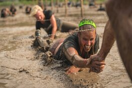 Vijftig baggervette obstakels overwinnen tijdens de major obstacle run