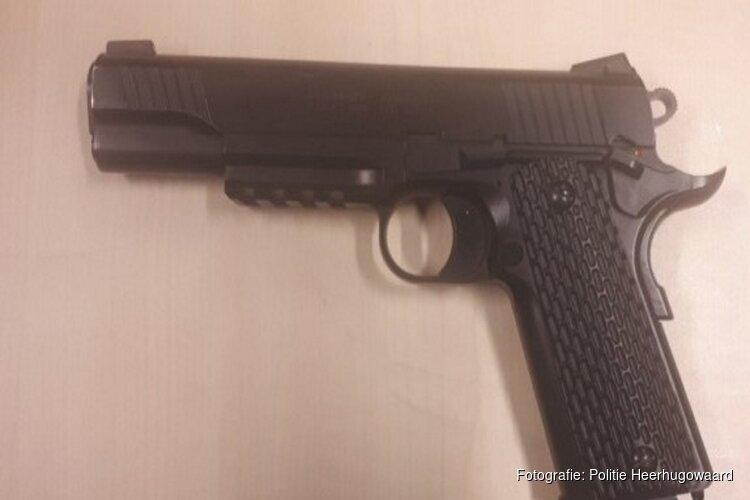 Heerhugowaarder aangehouden met nepwapens