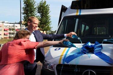 Buurtbus 407 feestelijk geopend