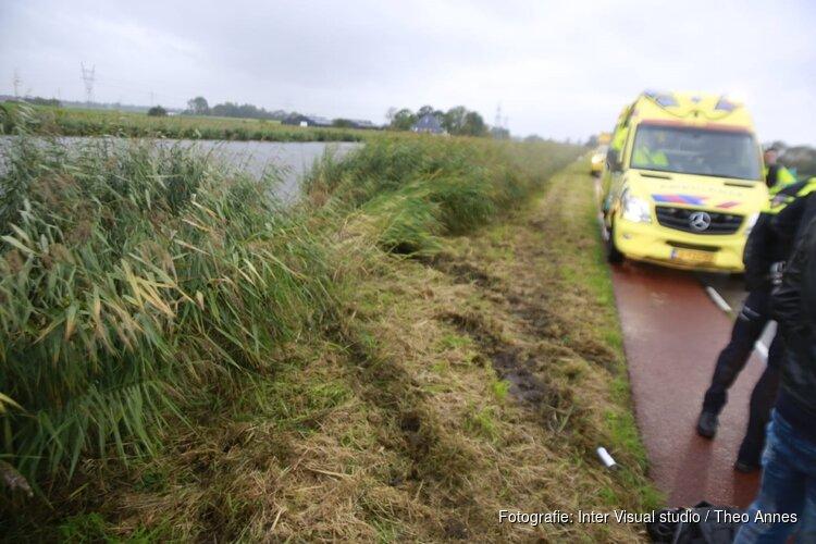 Auto te water in Oterleek