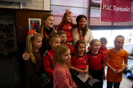 Jonge handbalsterren ontvangen warm welkom in Heerhugowaard