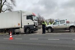 Botsing tussen pick-up en vrachtwagen op AC de Graafweg
