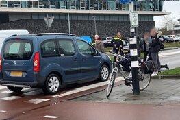 Vrouw op fiets gewond geraakt bij aanrijding met auto