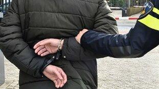 Twee jongens aangehouden met wapens en vals geld