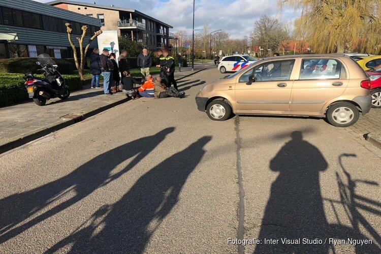 Scooterrijder naar ziekenhuis na ongeval op Taxuslaan