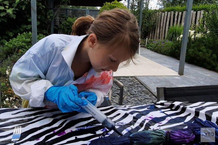 De 8 jarige Dominique maakt Tie Dye shirt in alle maten!