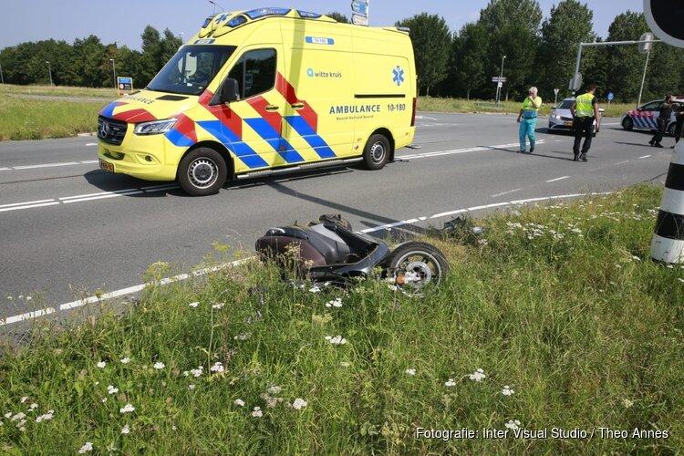 Scooterrijdster zwaargewond na aanrijding met auto in Oudkarspel
