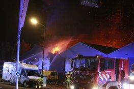 Brand Heerhugowaard onder controle, twee bedrijven verwoest
