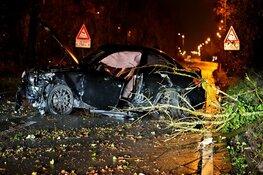 BMW in de kreukels op randweg Alkmaar, bestuurder gewond