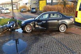 Motorrijder en automobilist botsen op de Nobelstraat in Heerhugowaard