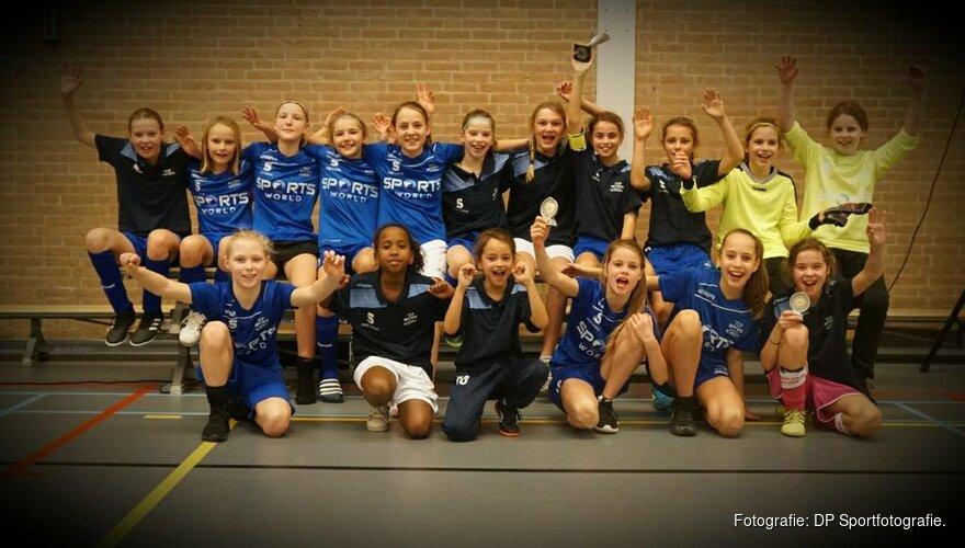 Eerste dag Futsal Cup: Pernis MO12 en DIA Meidenacademie 1 pakken de prijzen.