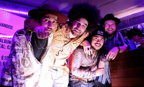 Rilan & The Bombardiers sensationeel in eigen huis
